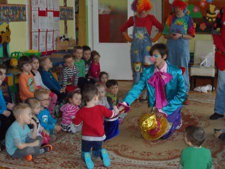 Cała Polska czyta dzieciom - wolontariusze z Fundacji Dr Claun